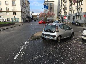 Une première place de stationnement pour l'autopartage